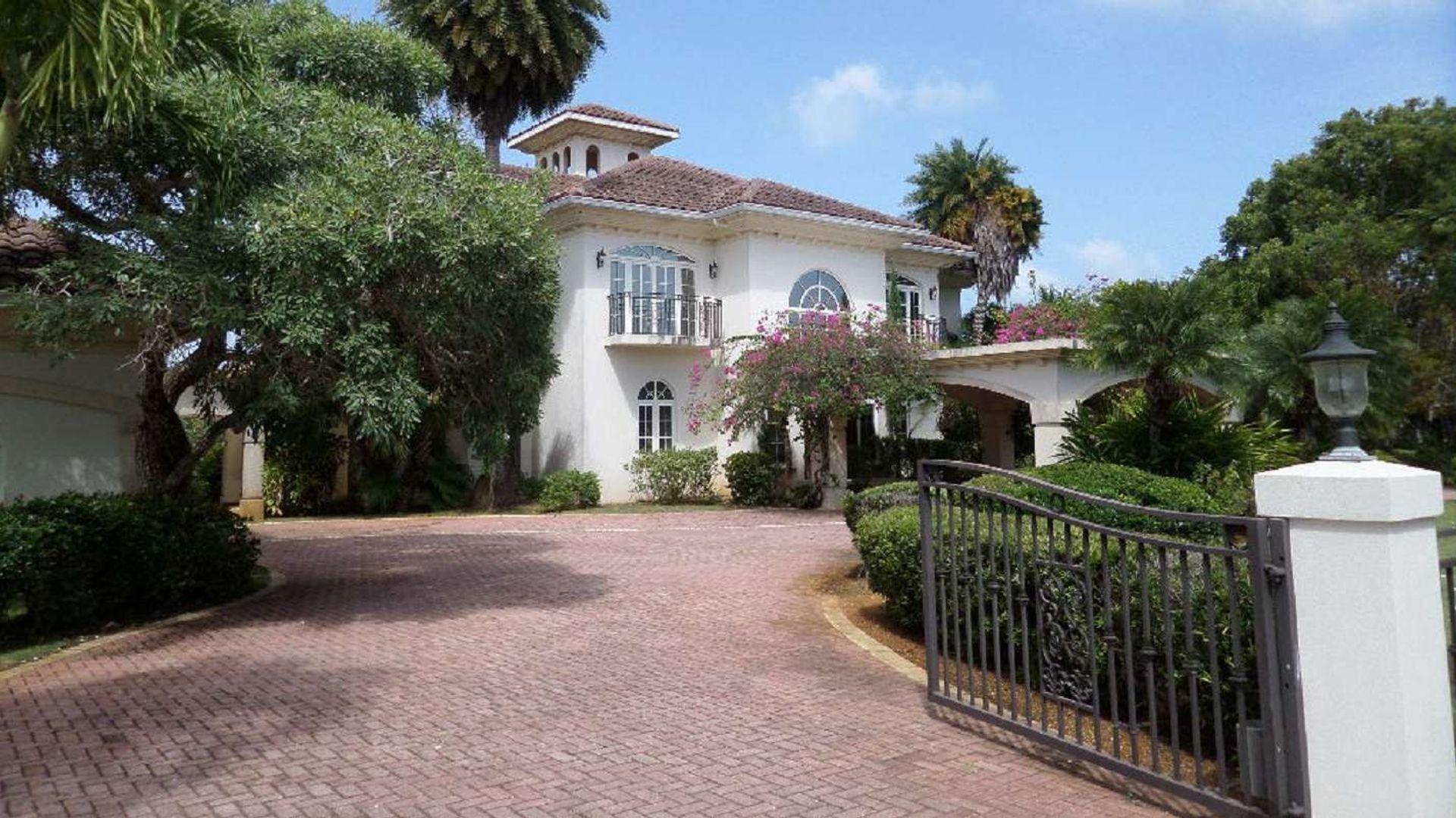 Woodland Family Residence